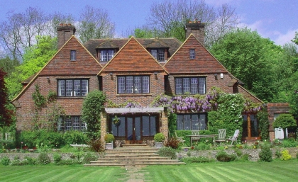 Touchwood House - Surrey-GU3 1AH - Arts & Crafts Home